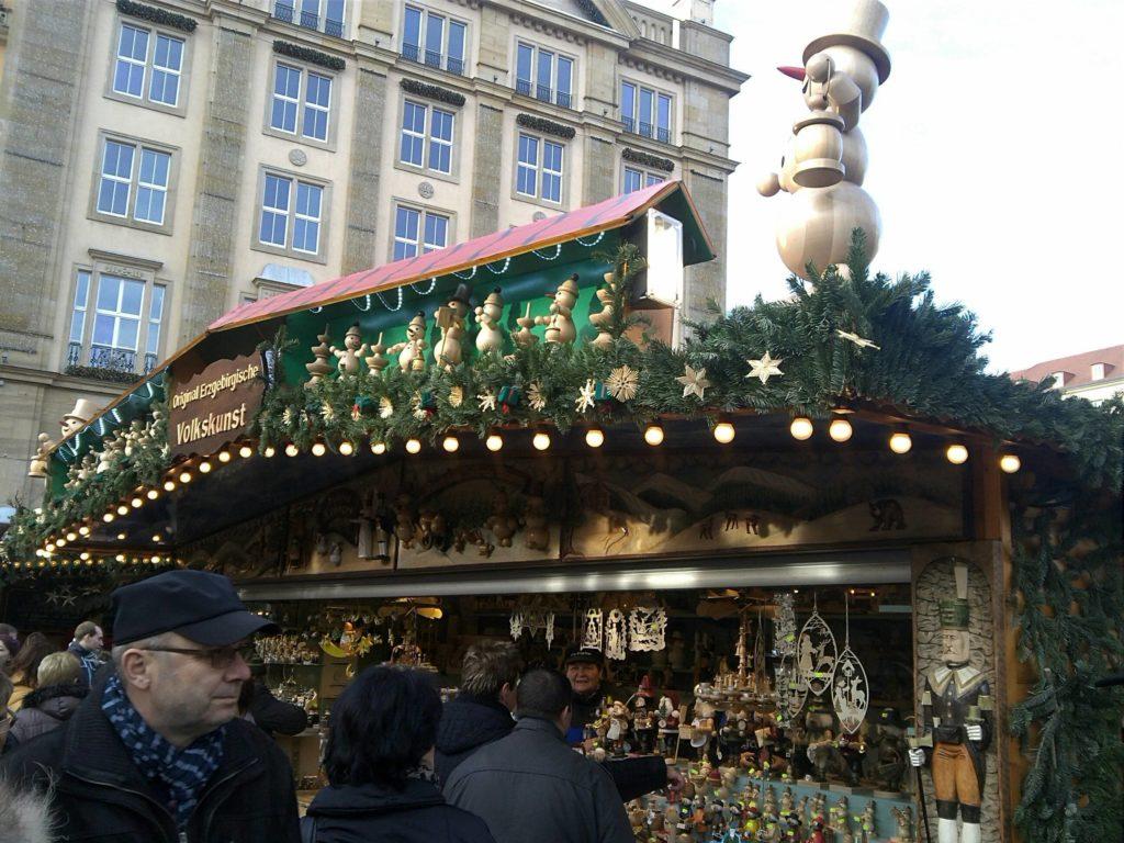 ドレスデン・シュトリーツェルマルクト((The Dresden Striezelmarkt)のクリスマスマーケットの出店スタンド