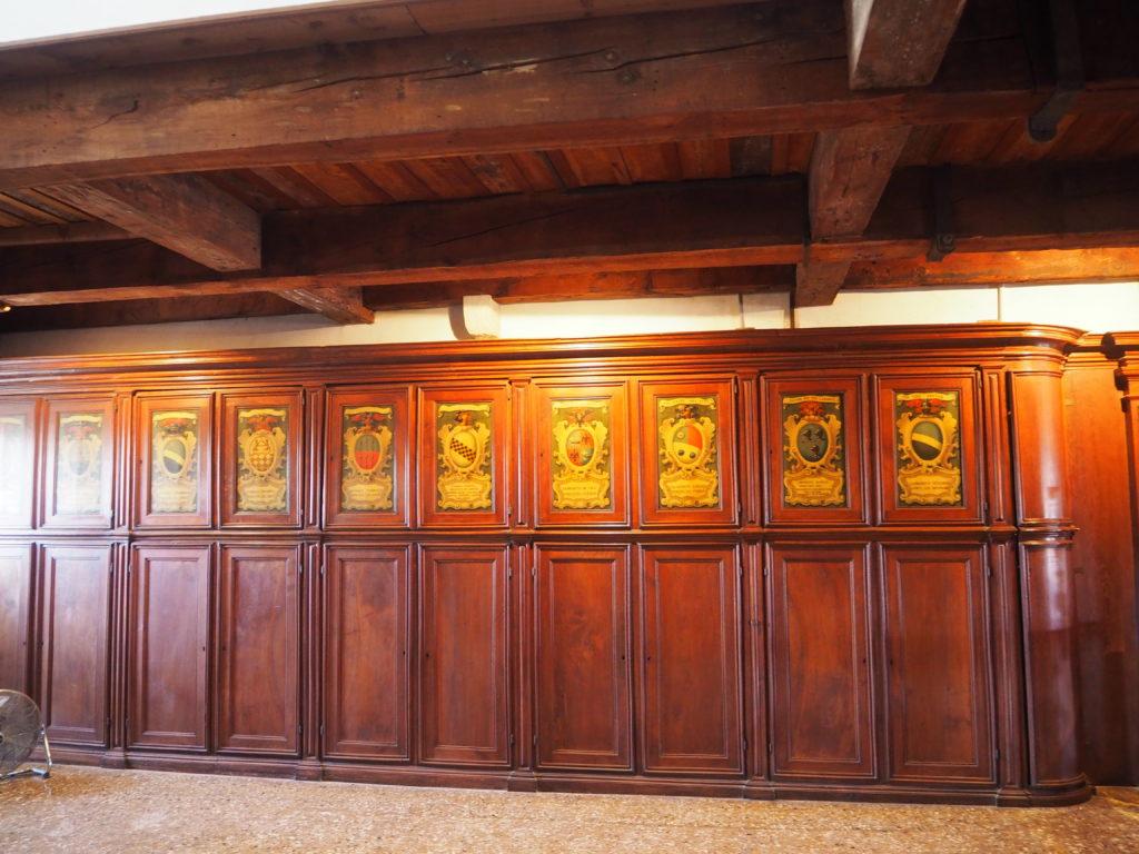ドゥカーレ宮殿のシークレットツアーで見た質素な執務室の機密文書キャビネット