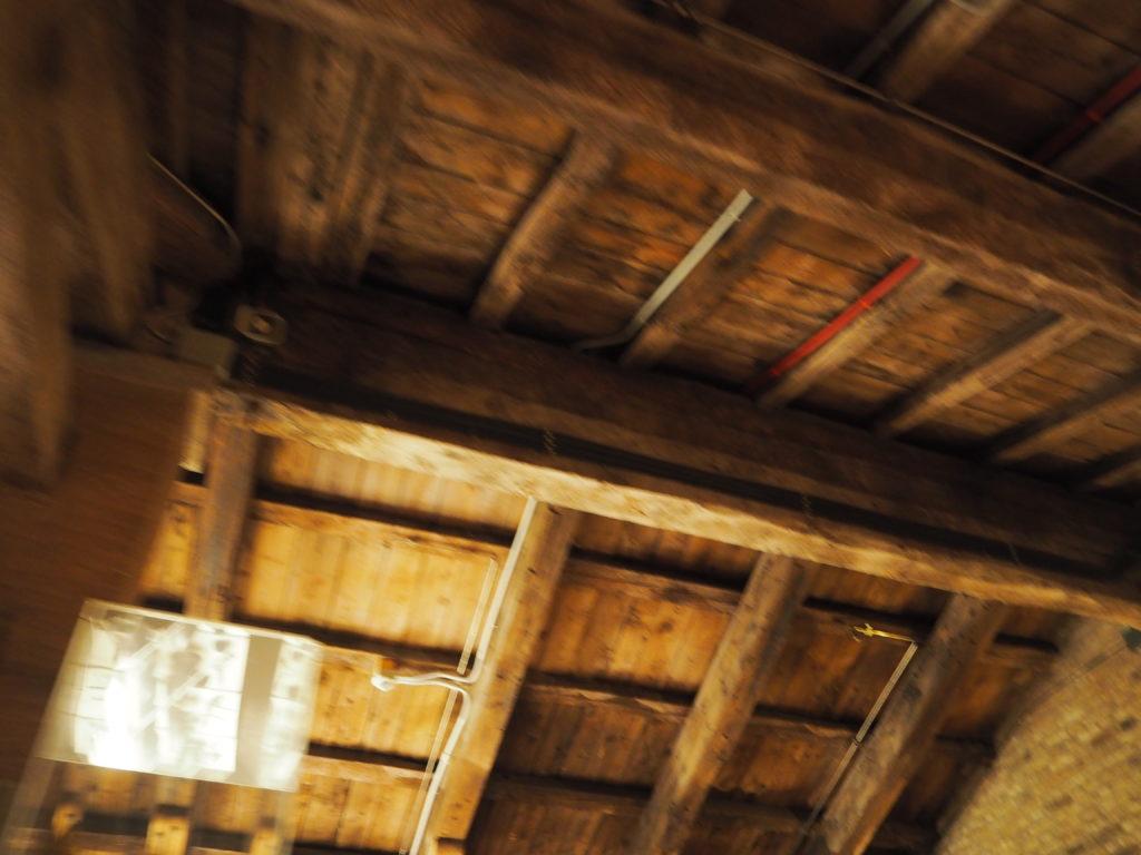 ドゥカーレ宮殿のシークレットツアーで見られる屋根裏の武器庫の天井