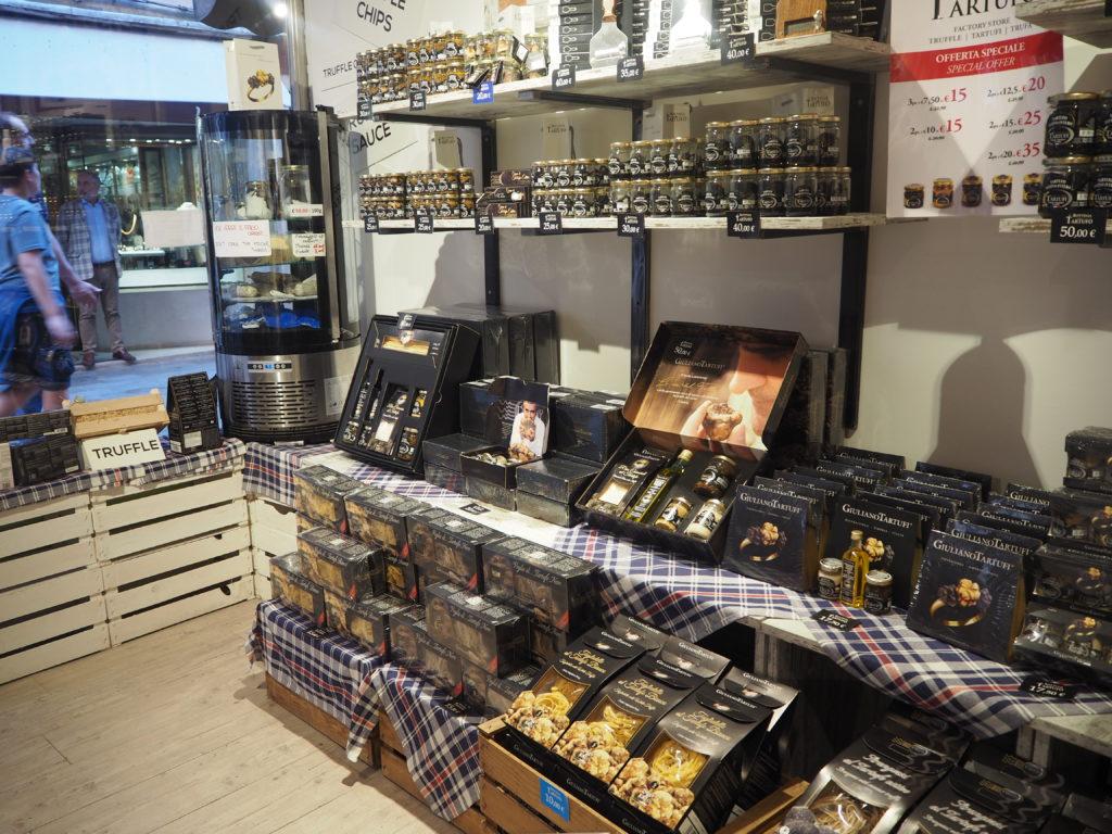 ヴェネツィアのトリュフ専門店、La Bottega del Tartufoで販売されているトリュフのギフトボックス