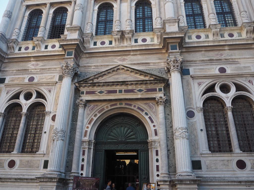 ヴェネツィアのスクオーラ・グランデ・ディ・サン・ロッコ(Scuola Grande diSan Rocco)の外観