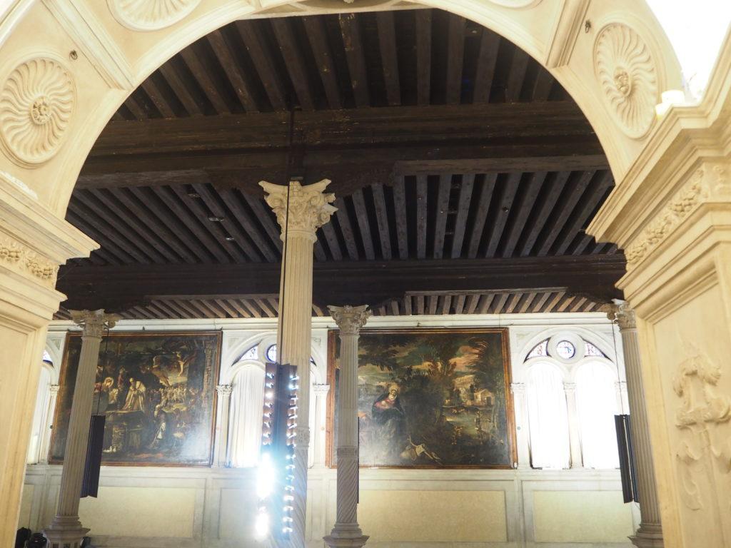 ヴェネツィアのスクオーラ・グランデ・ディ・サン・ロッコ(Scuola Grande diSan Rocco)の1階のエントランスホール