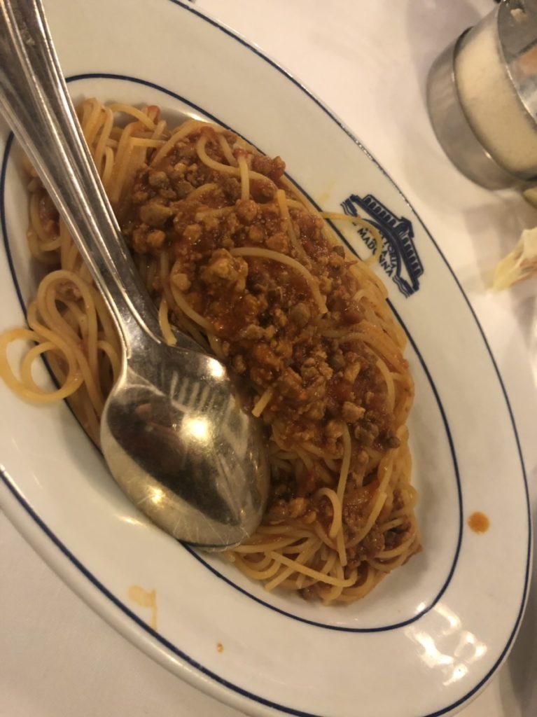 ヴェネツィアのトラットリア・アッラ・マドンナのミートソースのスパゲッティ