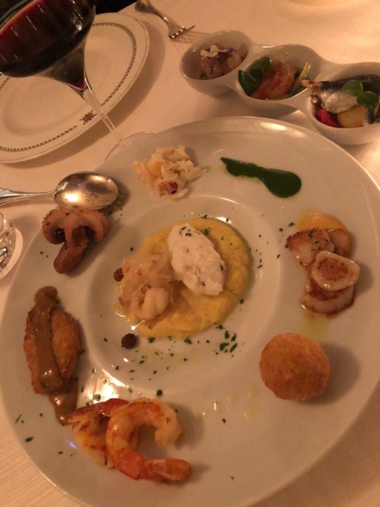 ヴェネツィアのリストランテ・アッレ・コローネ(Ristorante Alle Corone)のアンティパスト、魚介盛り合わせ