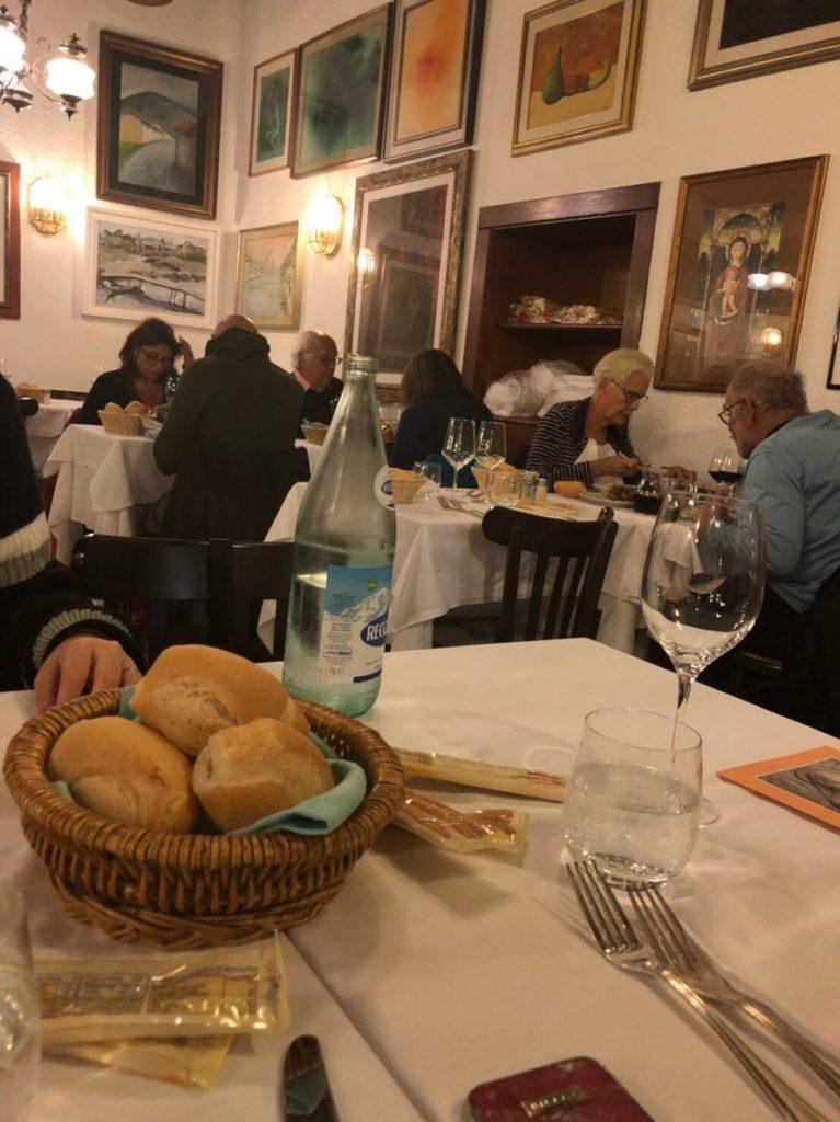 ヴェネツィアのトラットリア・アッラ・マドンナの店内の様子