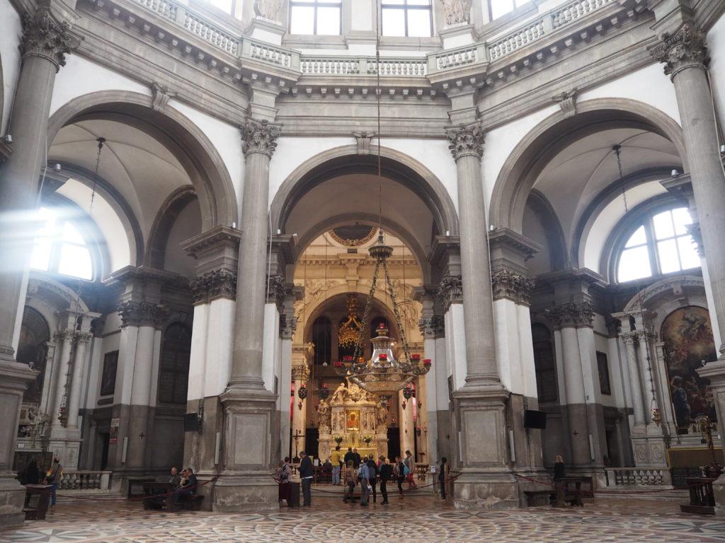 サンタ・マリア・デッラ・サルーテ教会(Basilica di Santa Maria della Salute)内部の様子