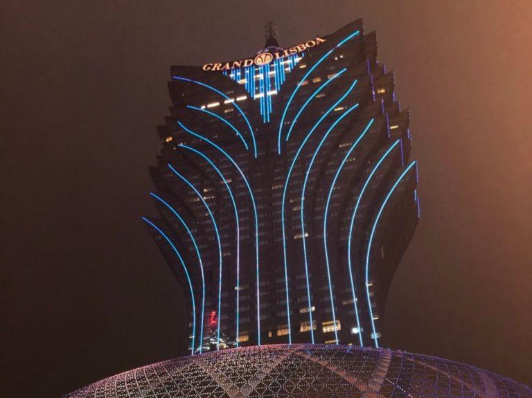 夜ライトアップされたグランド・リスボア・マカオ(Grand Lisboa Macau)