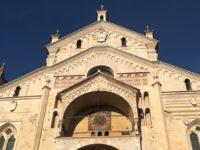 ヴェローナのドゥオーモ(Duomo di Verona)の正面、ファサード