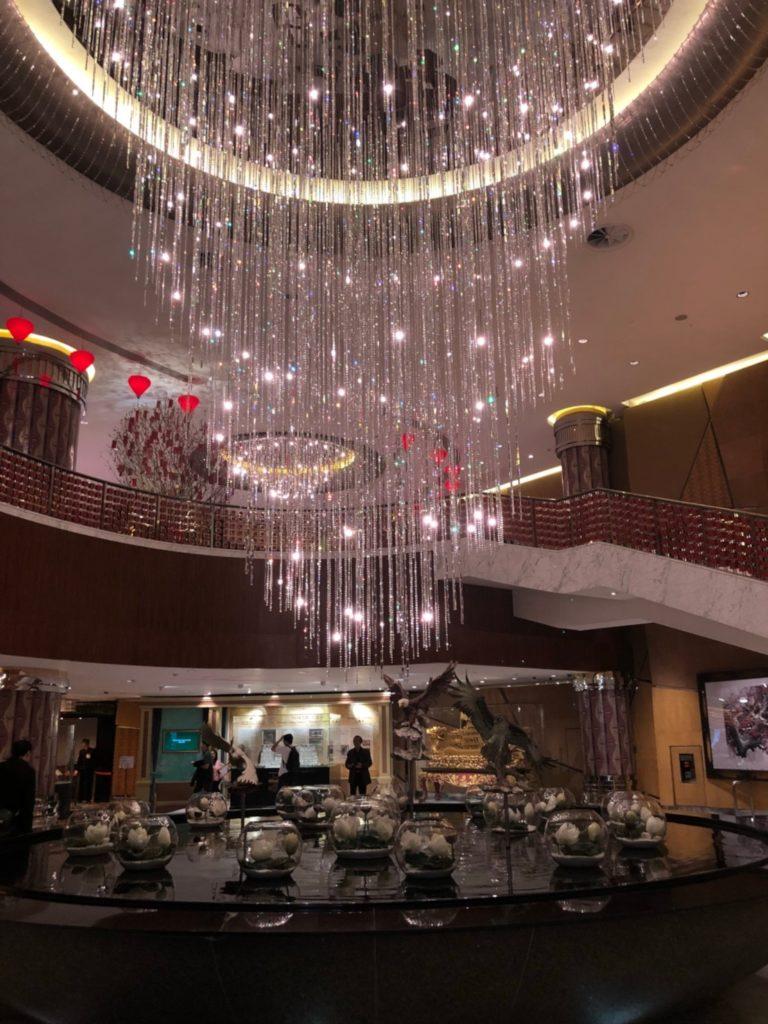 グランド・リスボア・マカオ(Grand Lisboa Macau)のロビーのシャンデリア