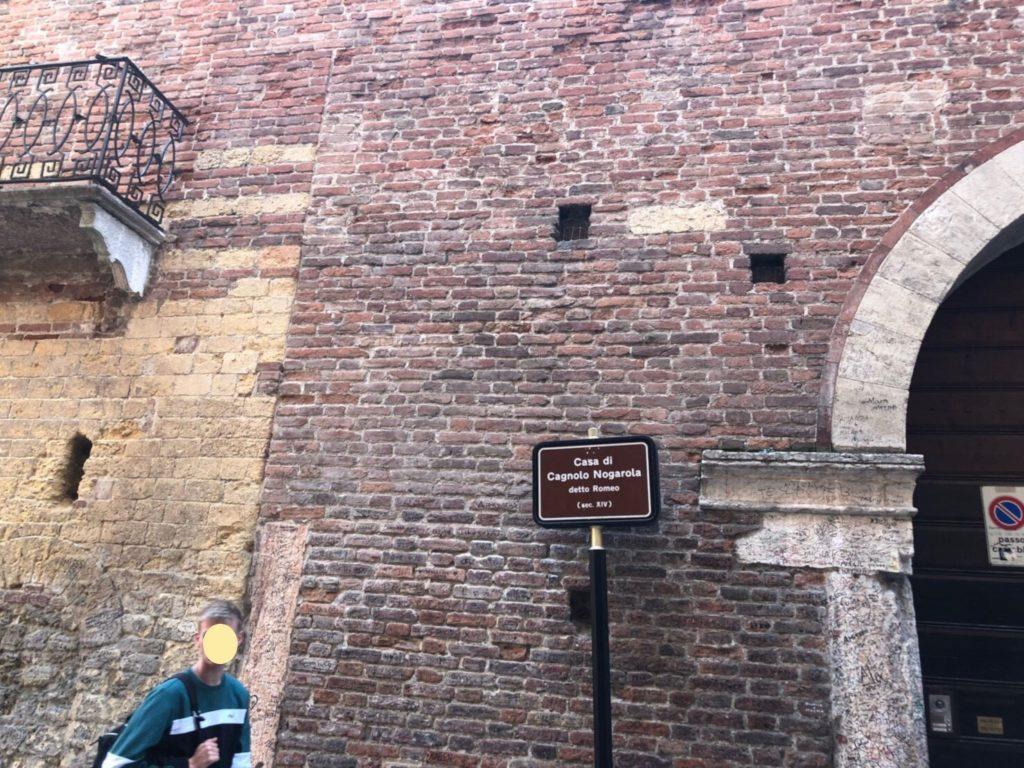ヴェローナのロミオの家(Casa di Romeo)の標識
