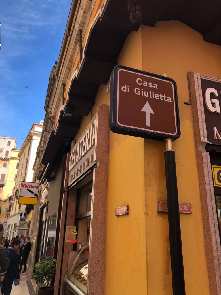 ジュリエットの家(Casa di Giulietta)の標識