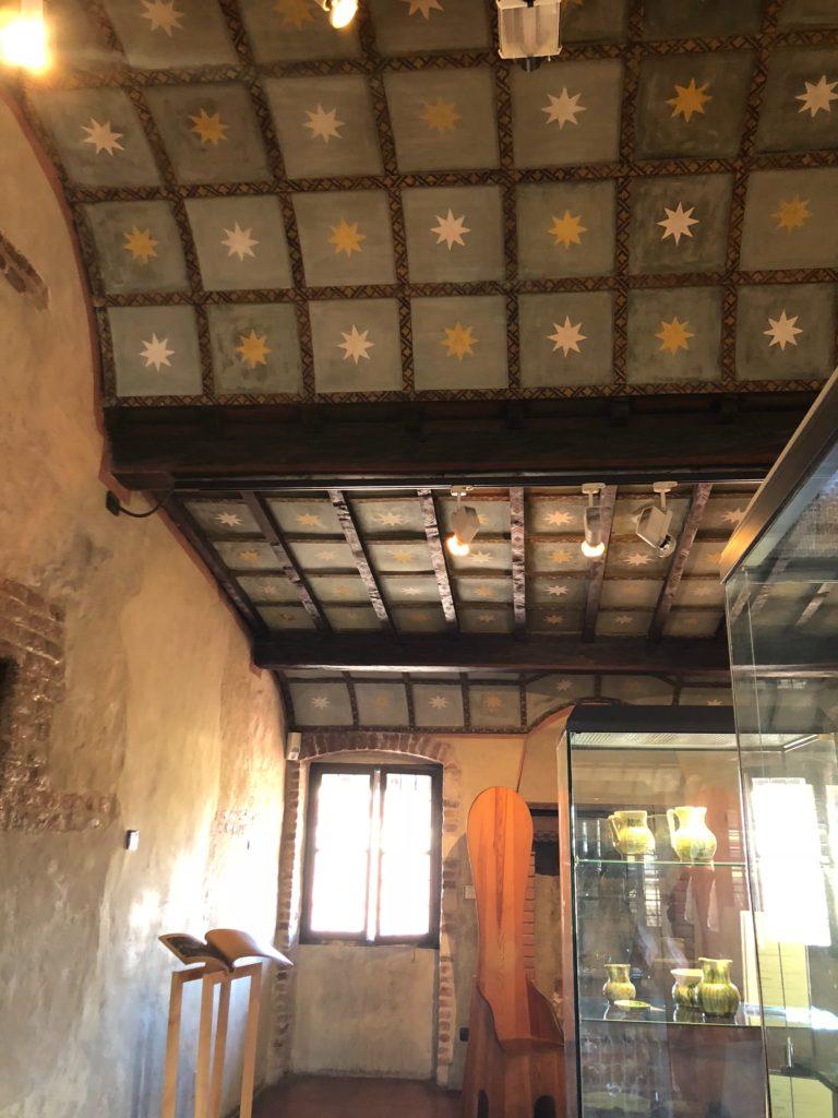 ヴェローナのジュリエットの家(Casa di Giulietta)の中の天井の壁紙