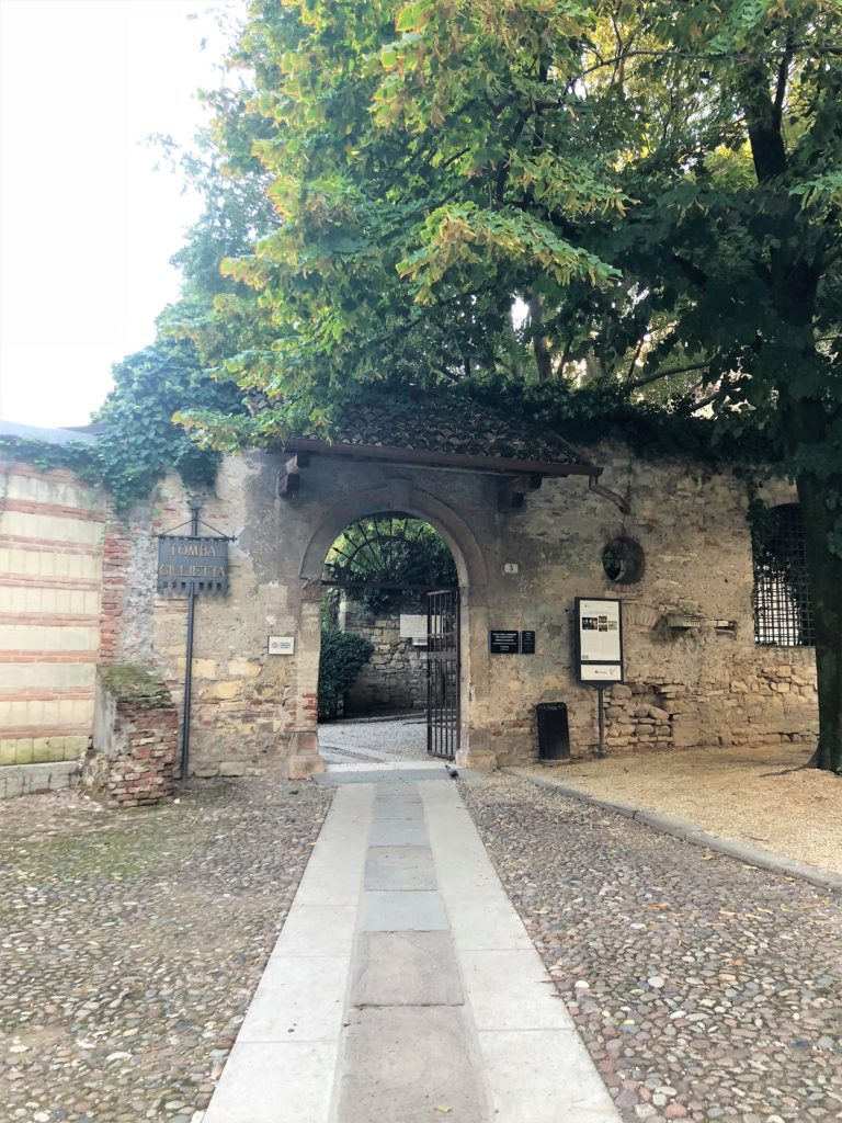 ヴェローナのジュリエットの墓(Tomba di Giulietta)の入り口