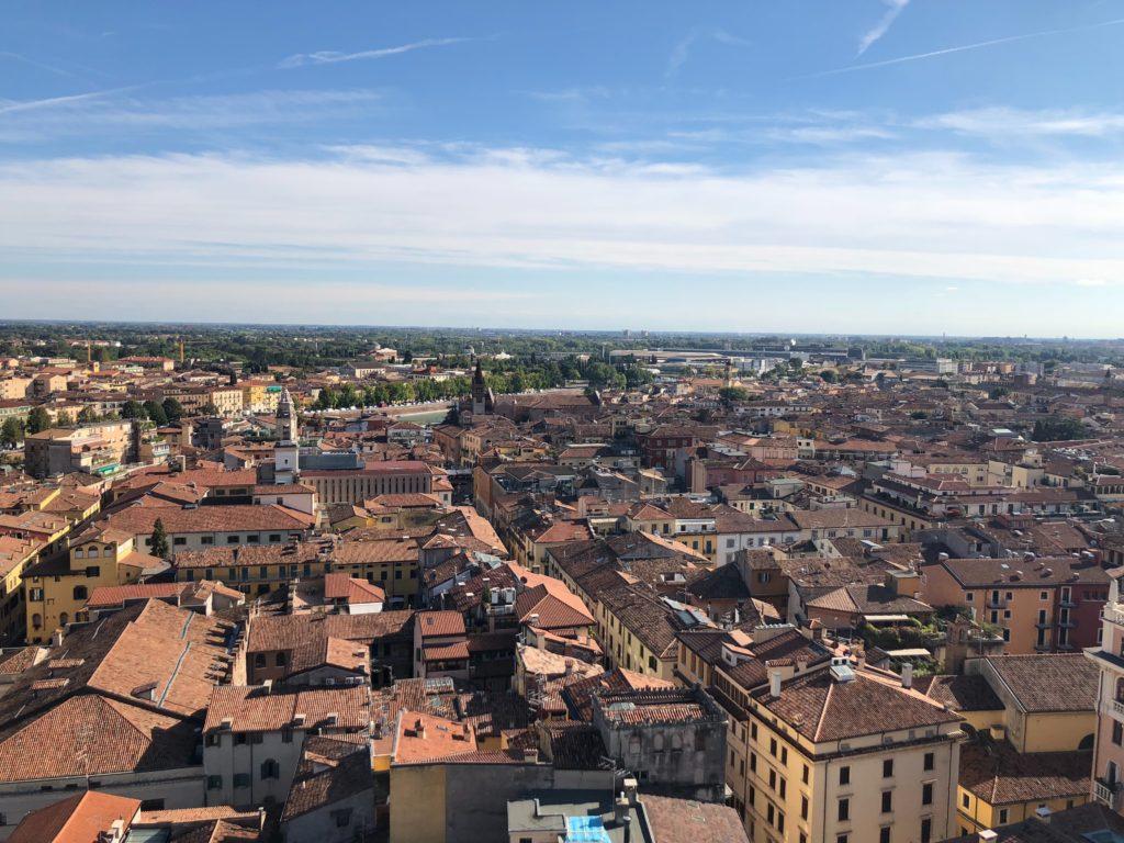 ランベルティの塔(Torre dei Lamberti)から見えるヴェローナの町の景色