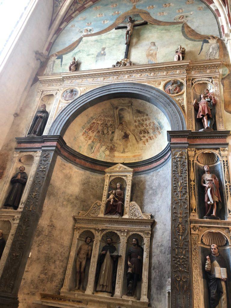 ヴェローナ最大のサンタナスターシア教会 (Basilica di S. Anastasia)の彫刻
