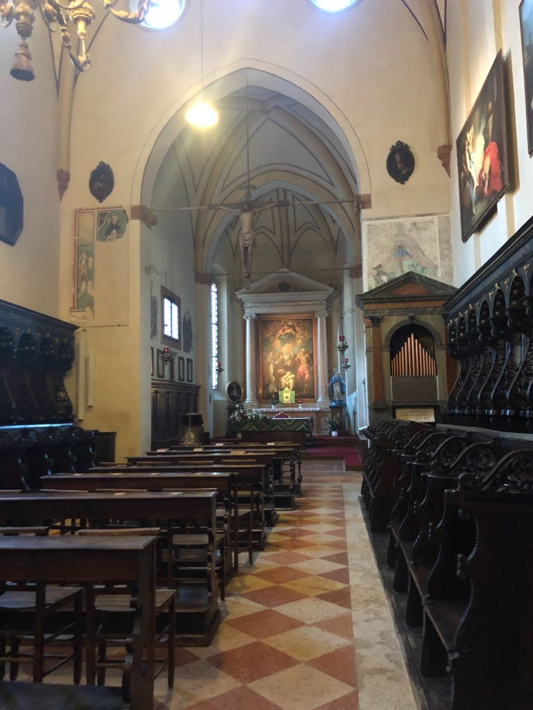 ヴェローナ最大のサンタナスターシア教会 (Basilica di S. Anastasia)内の様子