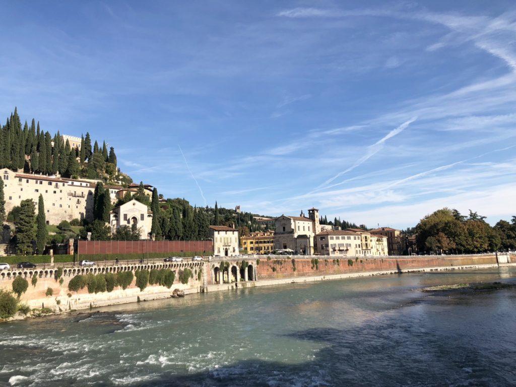 ヴェローナのピエトラ橋(Ponte d. Pietra)から見える景色