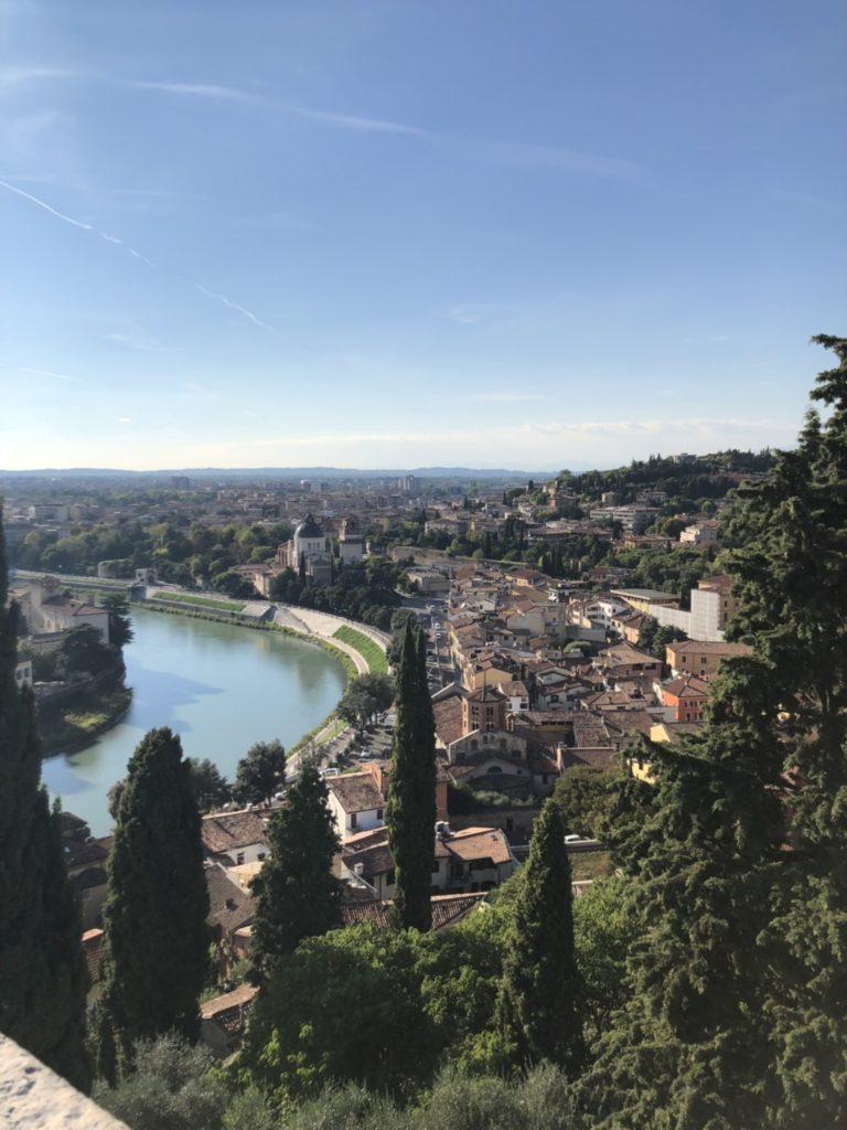 サン・ピエトロ城(Castel San Pietro)の丘から見たヴェローナの町の景色