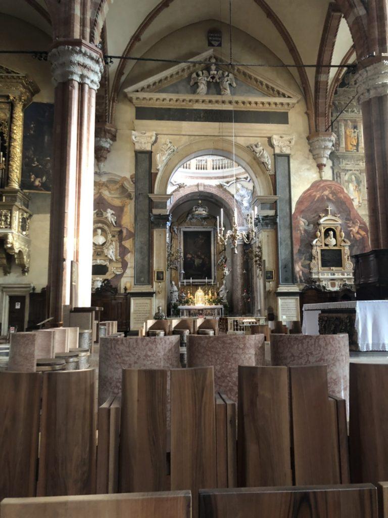 ヴェローナのドゥオーモ(Duomo di Verona)内の様子