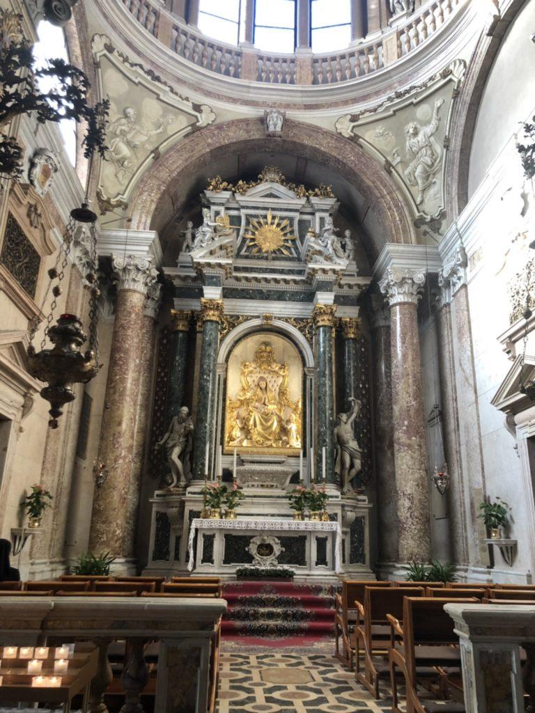 ヴェローナのドゥオーモ(Duomo di Verona)の祭壇