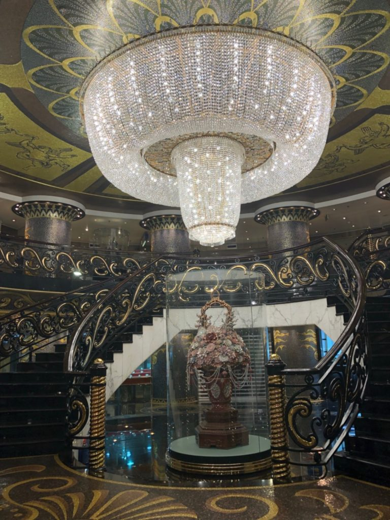 マカオのホテルリスボア(Hotel Lisboa)のシャンデリア