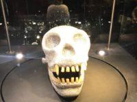 アムステルダムのダイヤモンド博物館(Diamant Museum)に展示されている、Damien Hirst(ダミアン・ハースト)の頭蓋骨の作品