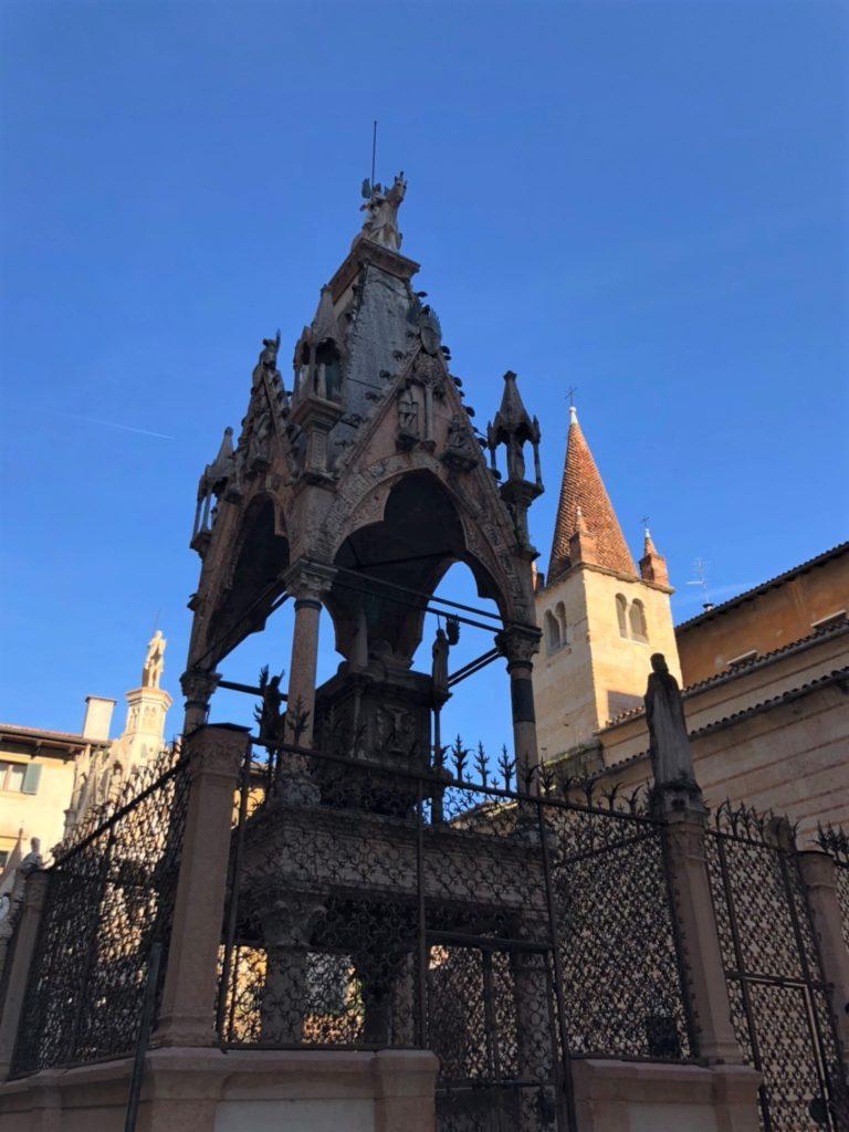 ヴェローナのスカラ家の廟(Arche scaligere)