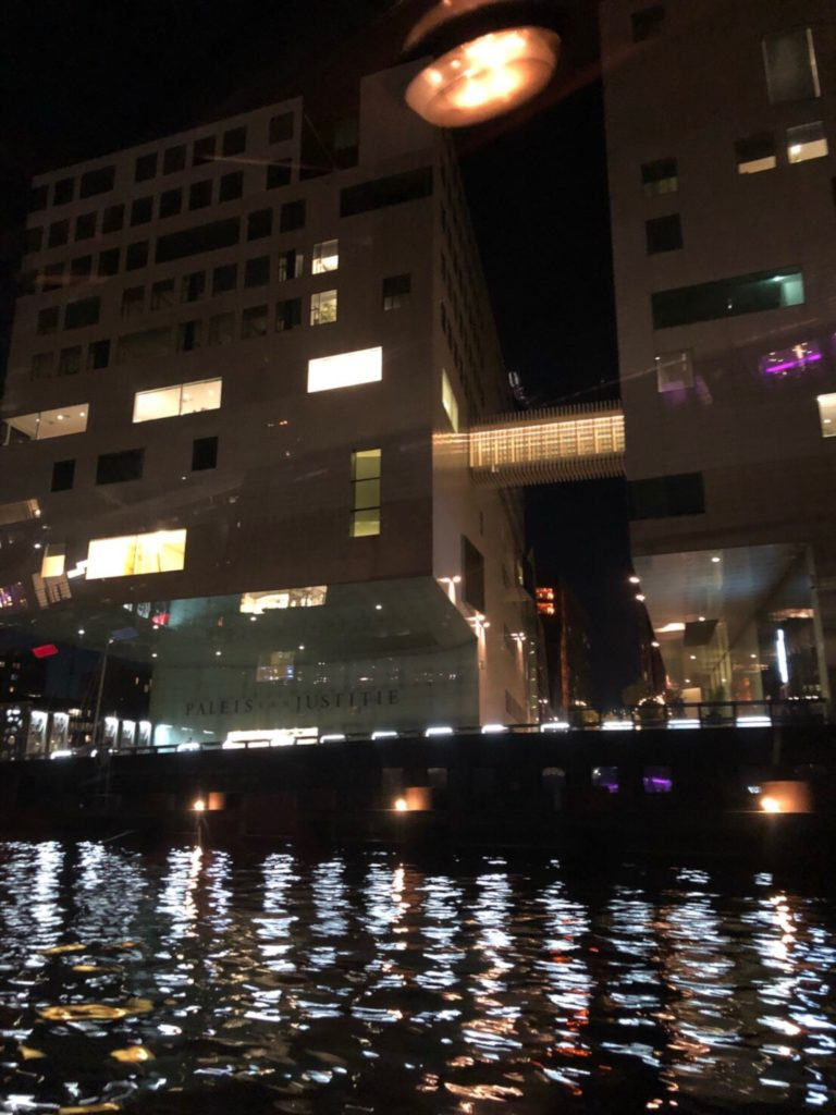 Lovers Canal Cruisesのディナークルーズで見たアムステルダムの景色