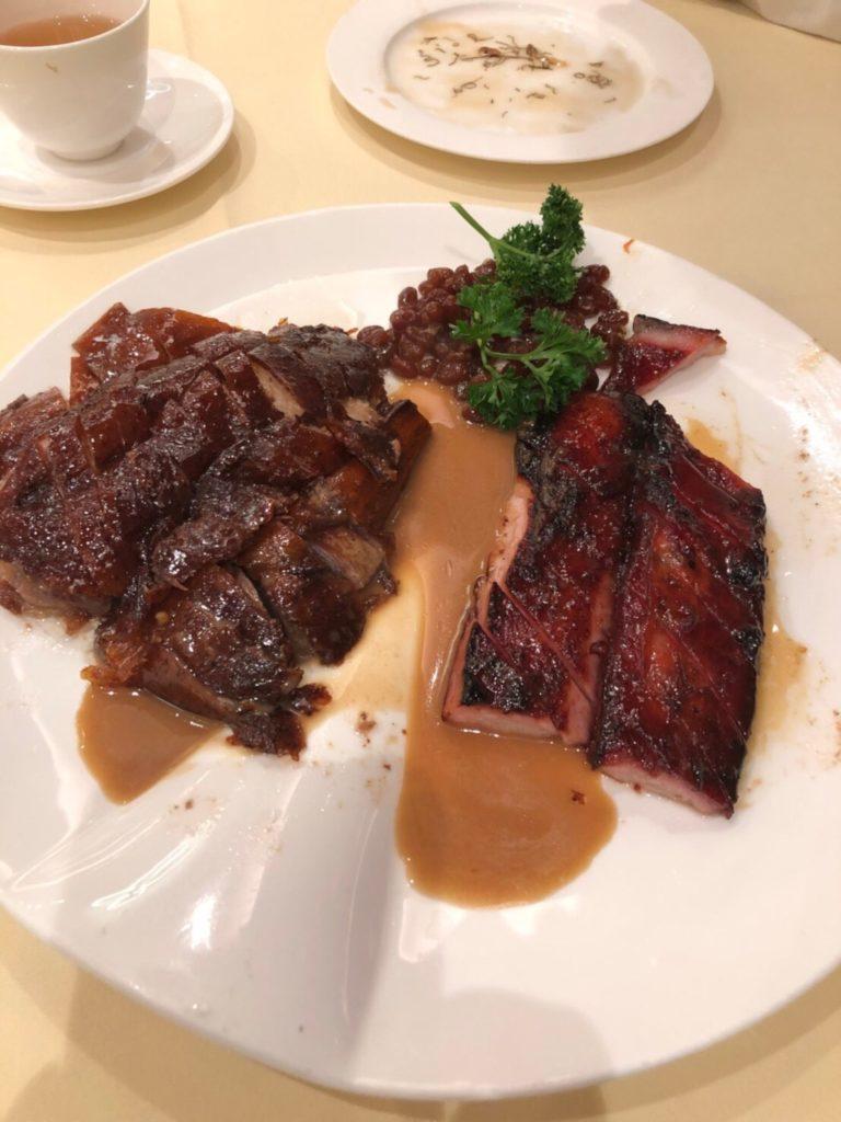 香港のレストラン、鏞記(ヨンキー、Yung Kee)のSignature Charcoal Roasted Goose(ガチョウのロースト)