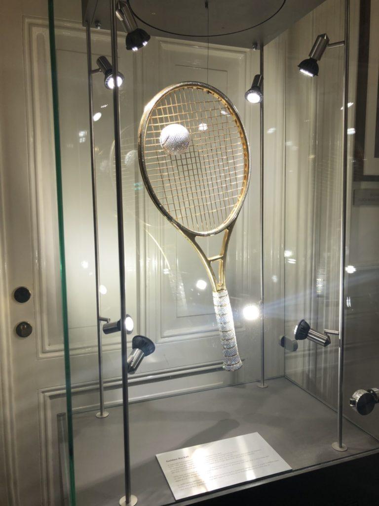 アムステルダムのダイヤモンド博物館(Diamant Museum)に展示されている、テニスラケット