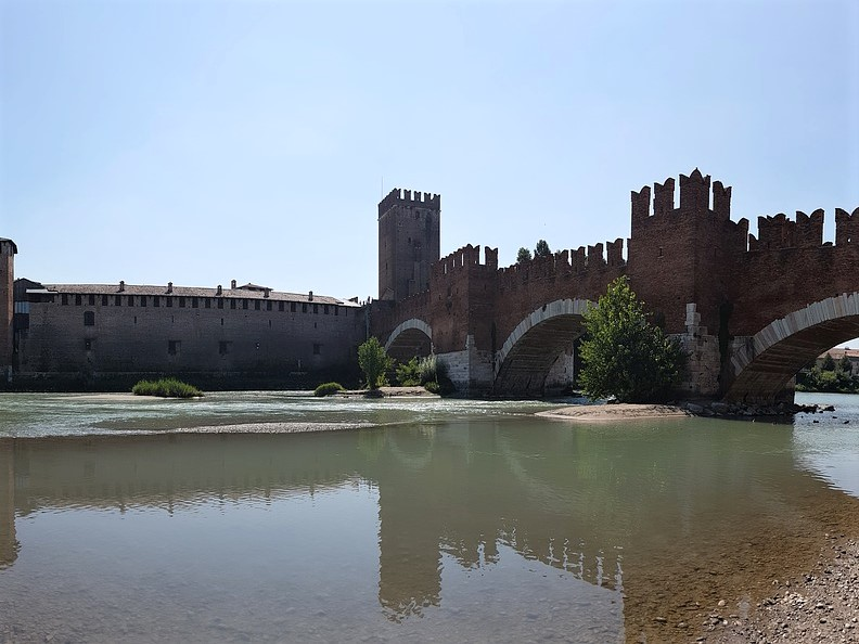 ヴェローナのカステルヴェッキオ (Castelvecchio)