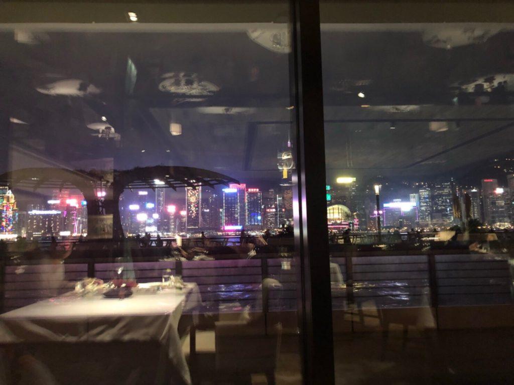 インターコンチネンタル香港内のレストラン、欣圖軒、Yan Toh Heen(ヤントーヒン)から見えるシンフォニーオブライツ