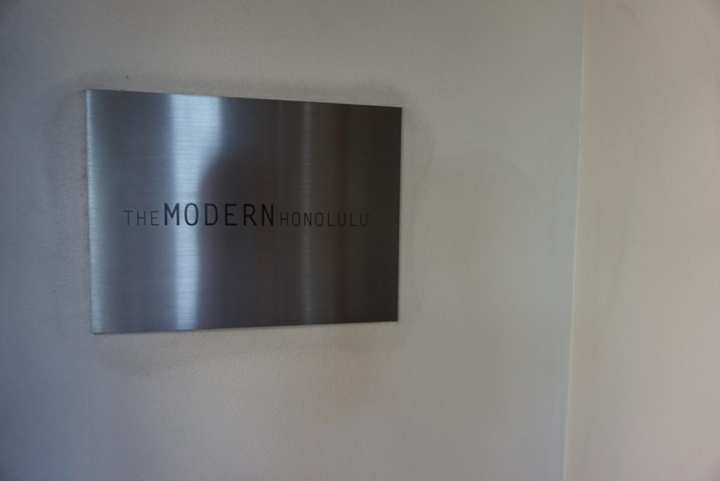 ハワイのホテル、The Modern Honolulu(ザ モダン ホノルル)の看板