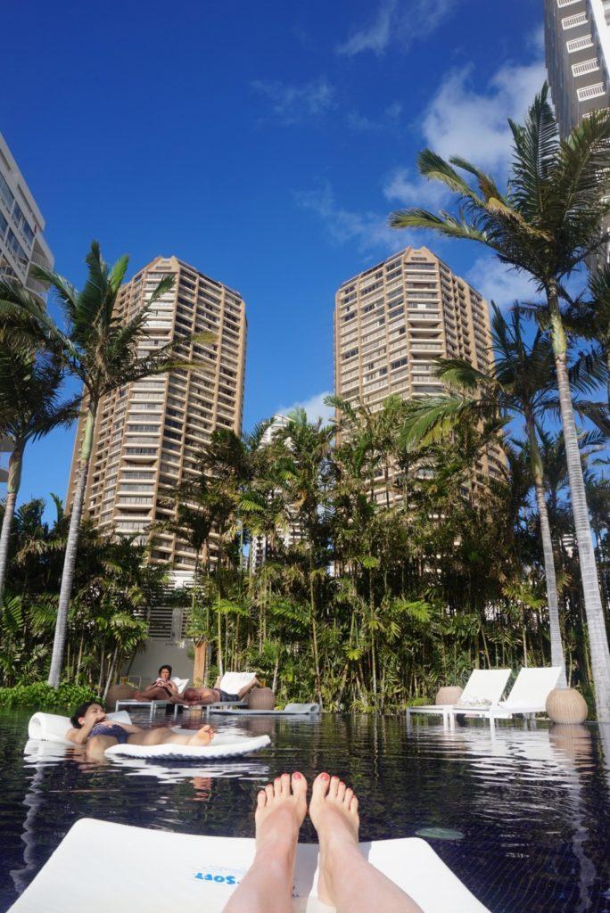 ハワイのホテル、The Modern Honolulu(ザ モダン ホノルル)のサンセットプール