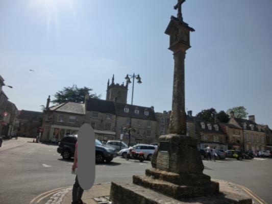 コッツウォルズのストウ・オン・ザ・ウォルド(Stow on the Wold)のマーケットクロス(Market Cross)