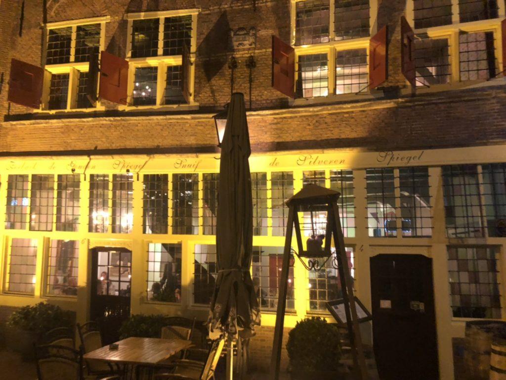 アムステルダムのレストラン、De Silveren Spiegelの外観