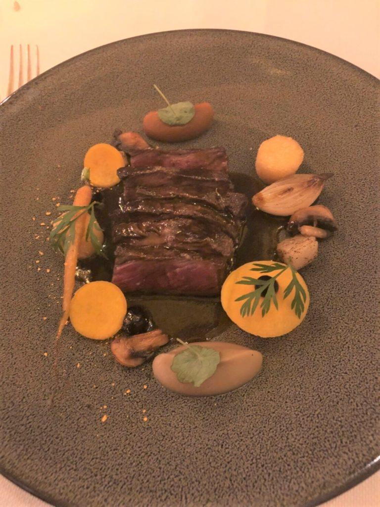 アムステルダムのレストラン、De Silveren Spiegelのquail、仔牛のステーキ