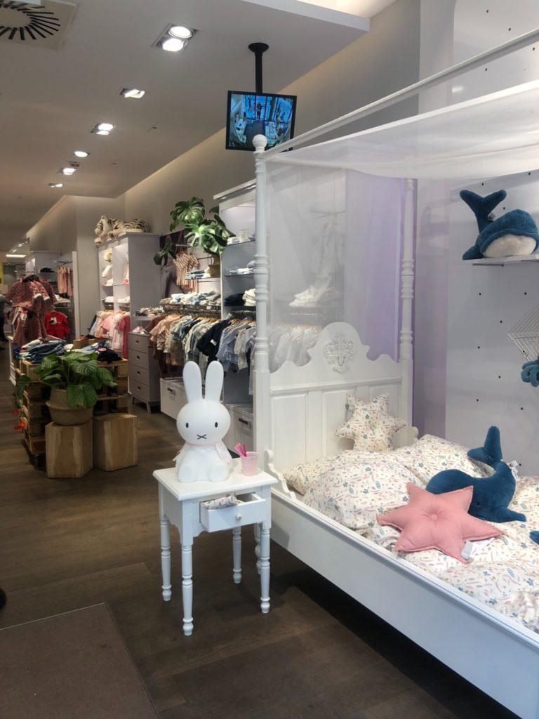 デュッセルドルフにあるベビー用品店、Baby kochsの店内の様子