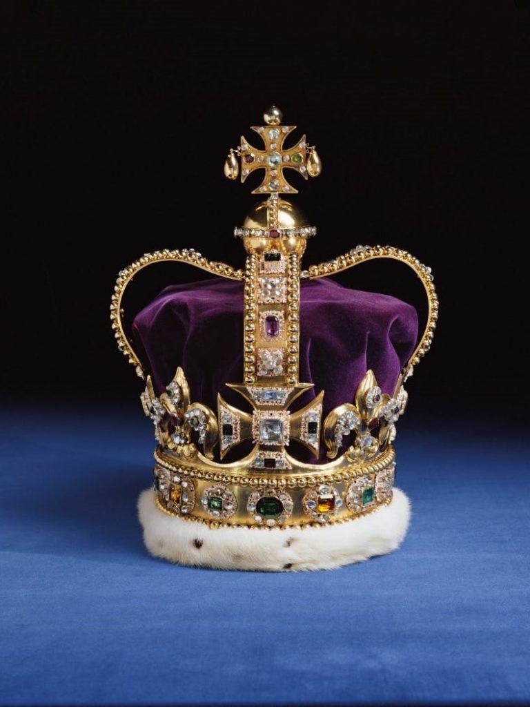 ロンドン塔のウォータールー館(ジュエルハウス)の聖エドワード王冠(クラウン・ジュエル)