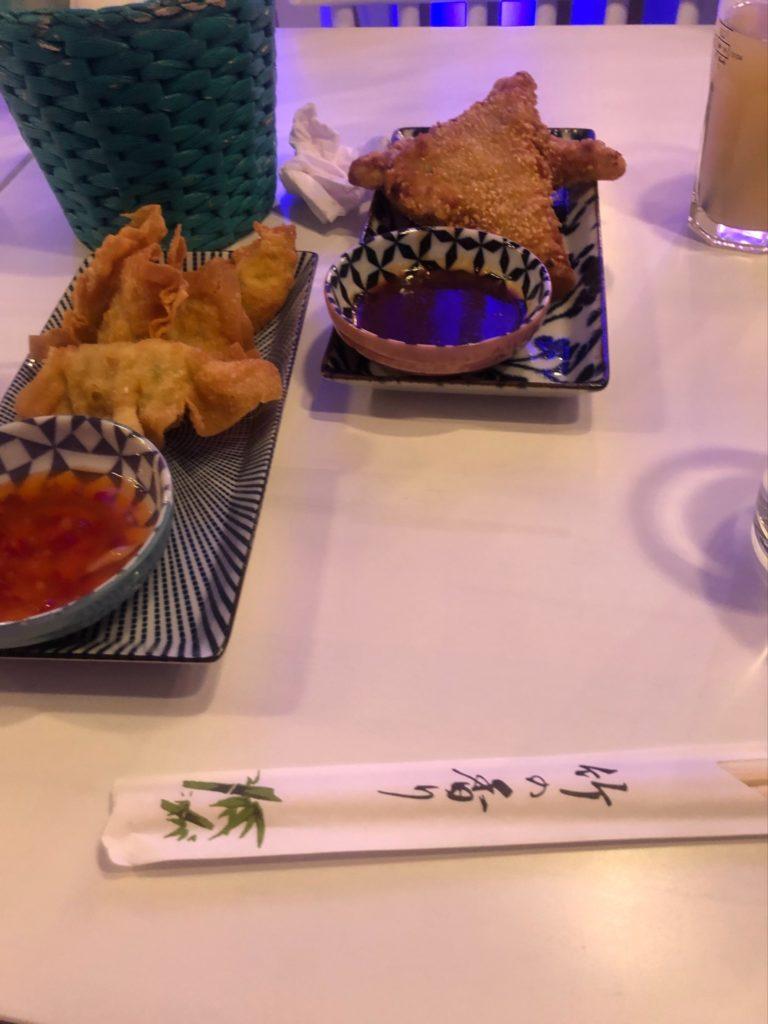 デュッセルドルフのベトナム料理店、Quintoooのワンタンとエビパン
