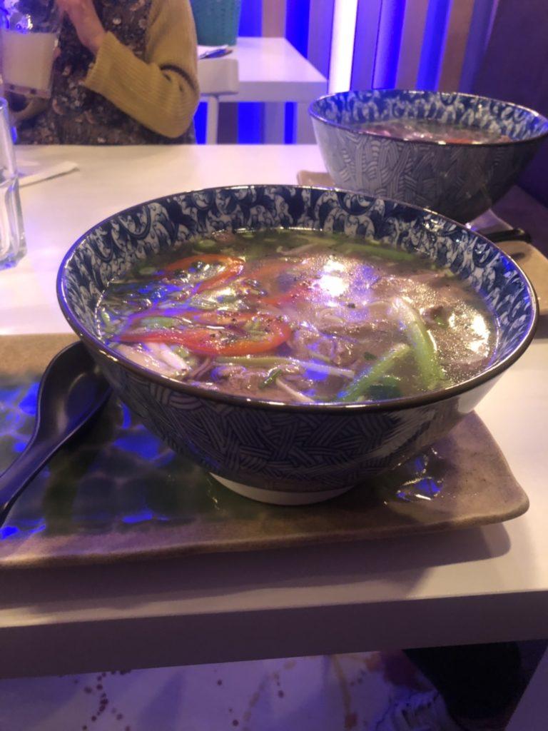 デュッセルドルフのベトナム料理店、Quintoooのフォー