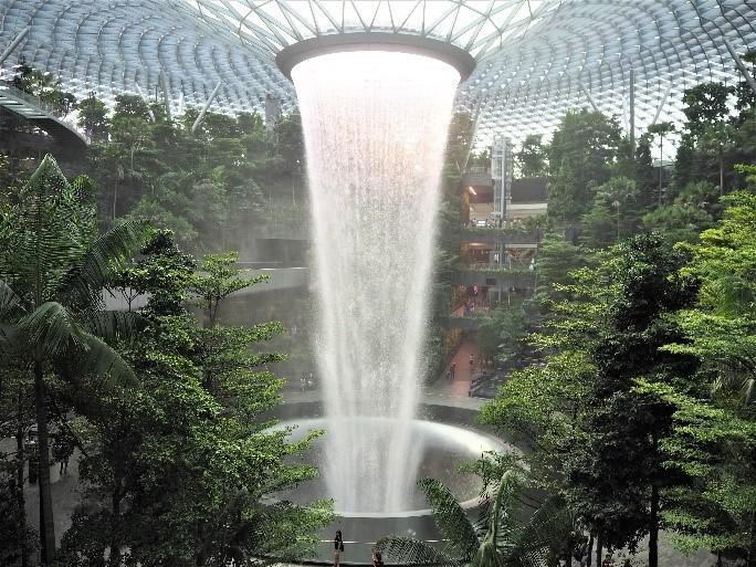 チャンギ国際空港のジュエル (Jewel)の滝、Rain Vortex