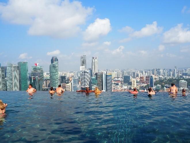 シンガポールのマリーナベイサンズのインフィニティプール