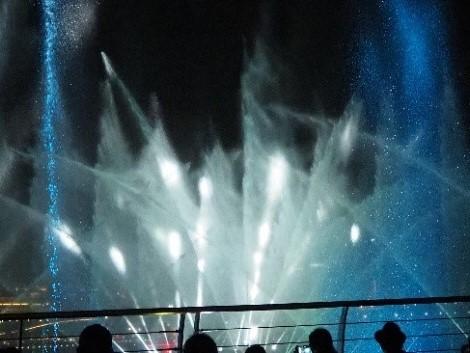 シンガポールのイベントプラザから見たスペクトラ (SPECTRA)