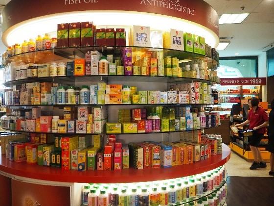 シンガポールのチャイナタウンにある、裕華國貨(Yue Hwa Chinese Products)の1階、医薬品売り場