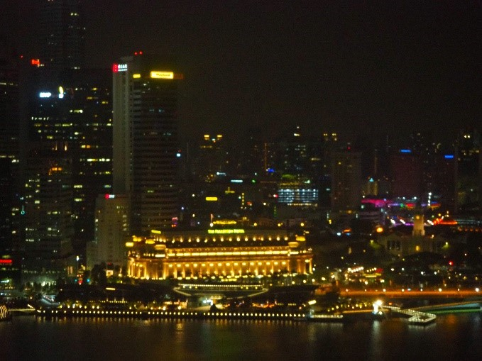 シンガポールのマリーナベイサンズの部屋からの夜景