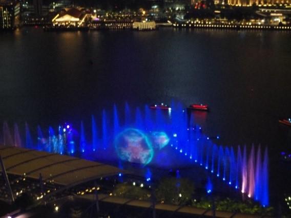 シンガポールのマリーナベイサンズホテルの部屋から見たスペクトラ (SPECTRA)