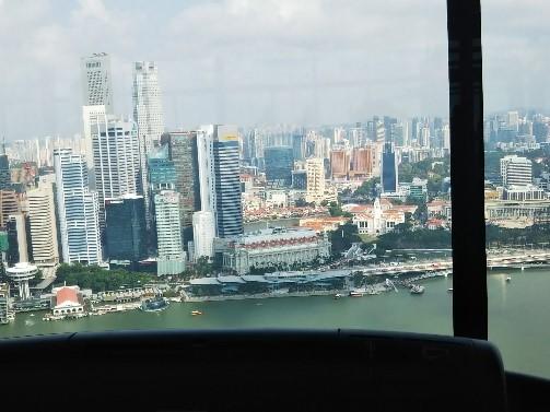 シンガポールのマリーナベイサンズのフィットネスジムから見える景色