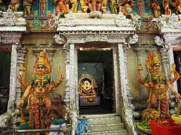 シンガポールのリトルインディアのスリ・ヴィラマカリアマン寺院