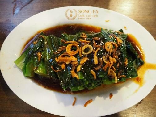 ソンファ・バクテー(松發肉骨茶)の青菜カイラン